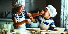 إستغلي فترة الحجر الصحي في تعليم طفلك الطبخ حسب عمره؟