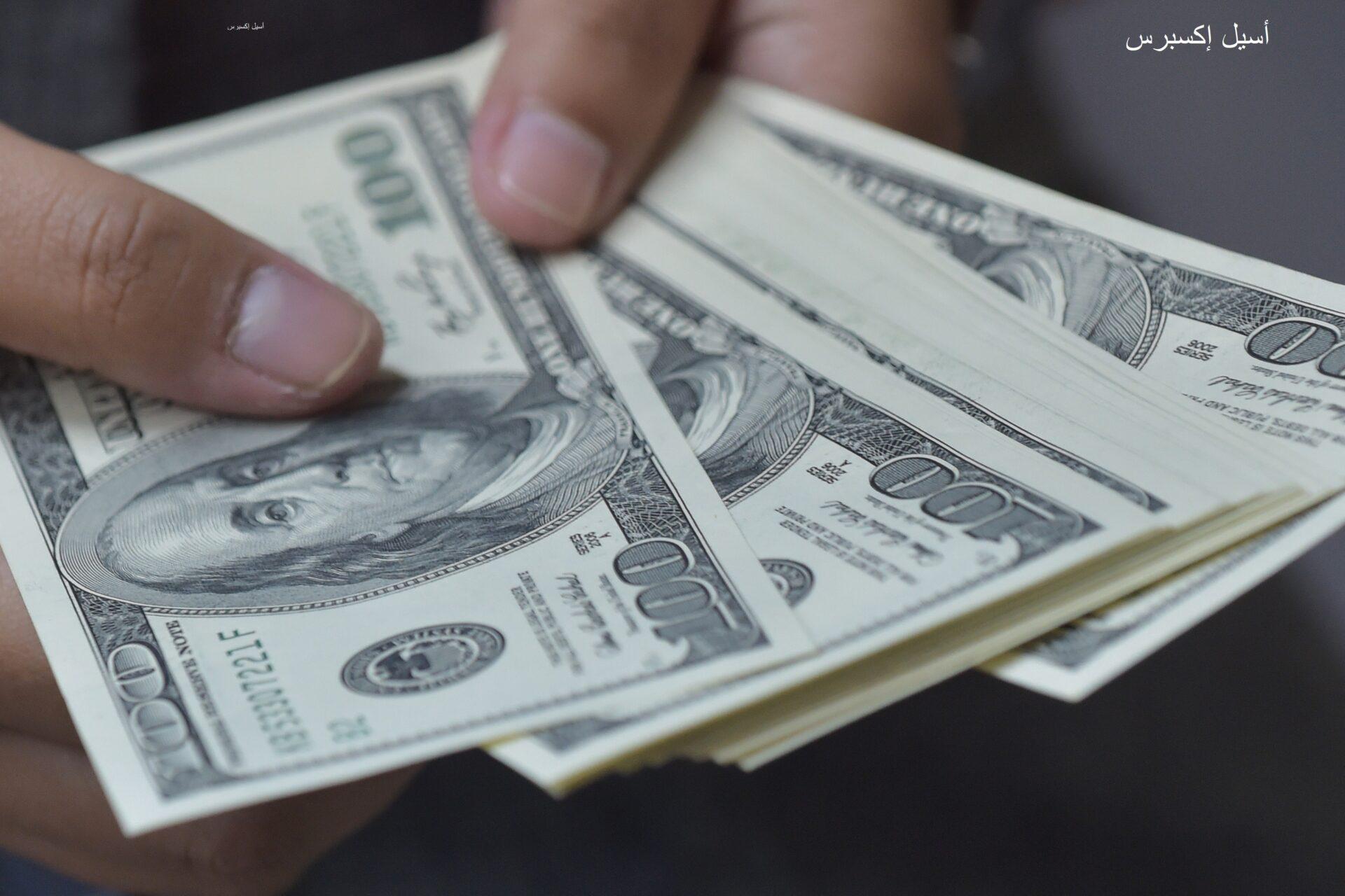 بيانات تضخم ضعيفة.. الدولار يشهد هبوط ملحوظ